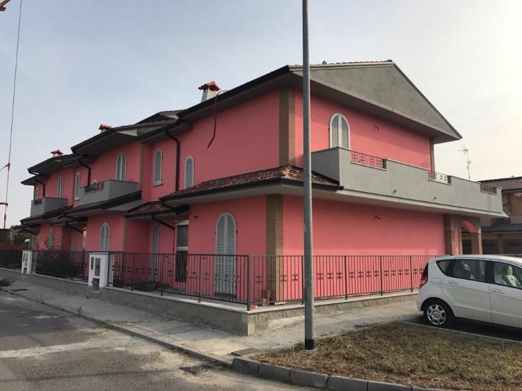 Villa a schiera CASANOVA DEL MORBASCO Euro 220.000,00