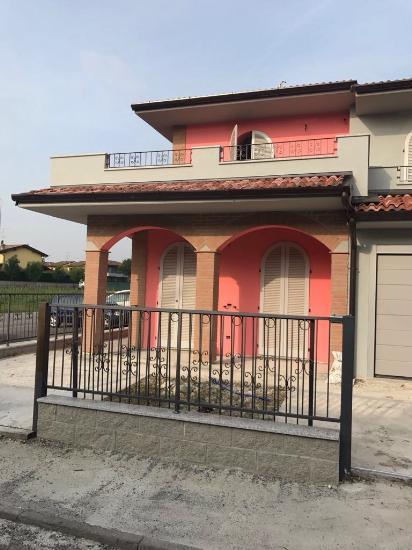 Villa a schiera CASANOVA DEL MORBASCO €220.000,00