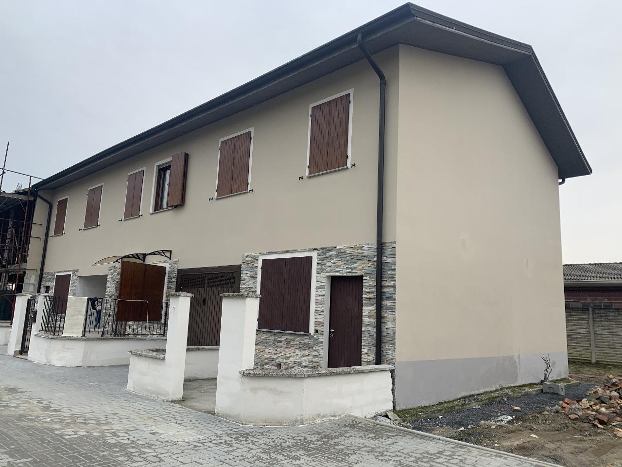 Villa a schiera PESCAROLO ED UNITI €145.000,00