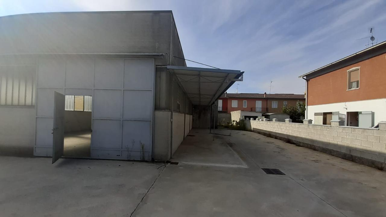 Capannone PERSICO DOSIMO €110.000,00