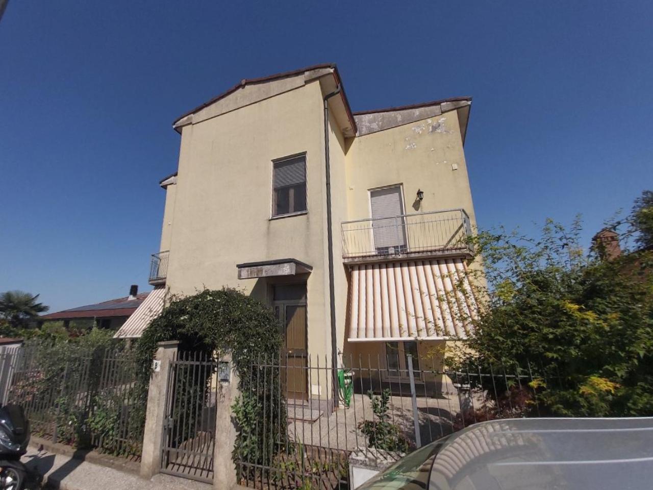 Villa indipendente CREMONA Euro 229.000,00
